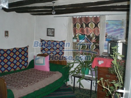 10095:8 - Cheap traditional Bulgarian property for sale