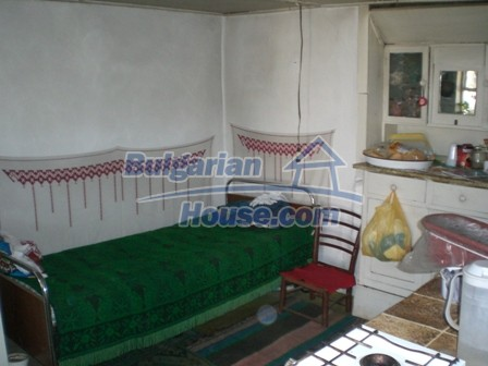 10095:10 - Cheap traditional Bulgarian property for sale