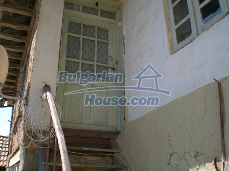 10095:13 - Cheap traditional Bulgarian property for sale