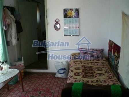10095:17 - Cheap traditional Bulgarian property for sale