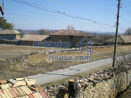 10095:18 - Cheap traditional Bulgarian property for sale