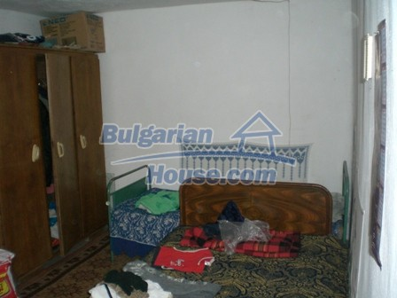 10095:19 - Cheap traditional Bulgarian property for sale