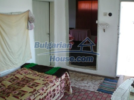 10095:21 - Cheap traditional Bulgarian property for sale