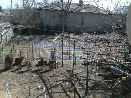 10095:22 - Cheap traditional Bulgarian property for sale