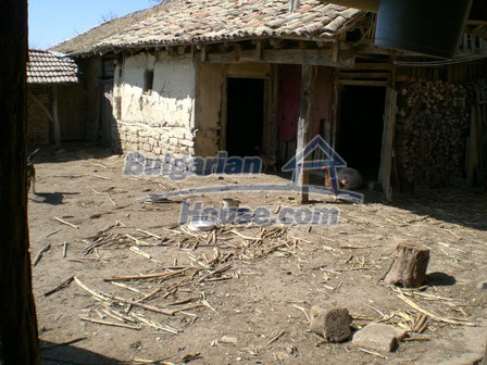 10095:26 - Cheap traditional Bulgarian property for sale
