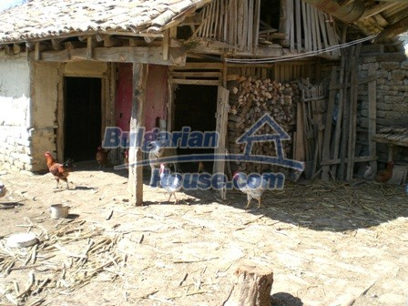 10095:27 - Cheap traditional Bulgarian property for sale