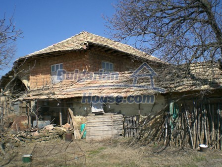 10095:30 - Cheap traditional Bulgarian property for sale