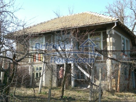 10096:1 - Bulgarian Rural house for sale near Veliko Tarnovo and dam lake