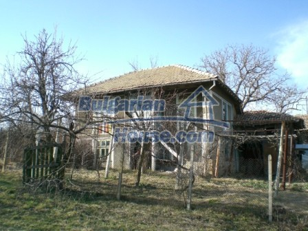 10096:2 - Bulgarian Rural house for sale near Veliko Tarnovo and dam lake