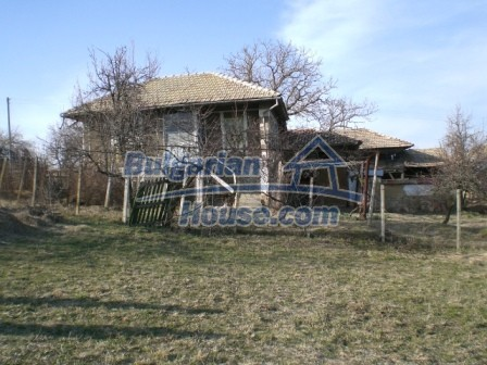 10096:3 - Bulgarian Rural house for sale near Veliko Tarnovo and dam lake