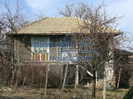 10096:4 - Bulgarian Rural house for sale near Veliko Tarnovo and dam lake