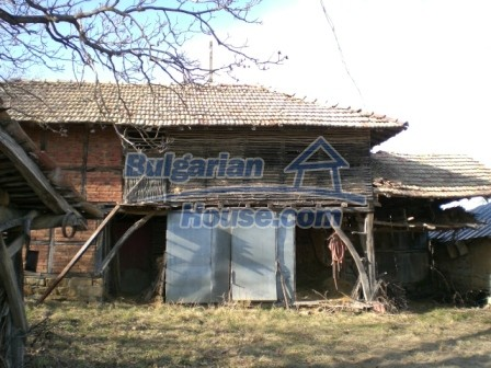 10096:8 - Bulgarian Rural house for sale near Veliko Tarnovo and dam lake