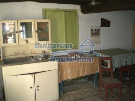 10096:9 - Bulgarian Rural house for sale near Veliko Tarnovo and dam lake