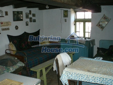 10096:25 - Bulgarian Rural house for sale near Veliko Tarnovo and dam lake