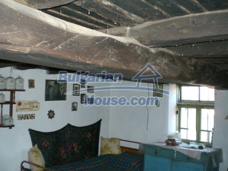 10096:26 - Bulgarian Rural house for sale near Veliko Tarnovo and dam lake