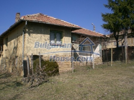 10112:3 - Cheap rural Bulgarian house for sale near dam lake