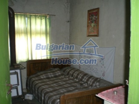 10112:13 - Cheap rural Bulgarian house for sale near dam lake