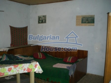 10112:14 - Cheap rural Bulgarian house for sale near dam lake