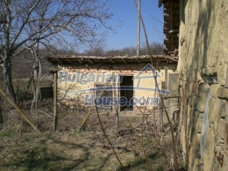10112:17 - Cheap rural Bulgarian house for sale near dam lake