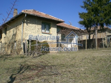 10112:5 - Cheap rural Bulgarian house for sale near dam lake