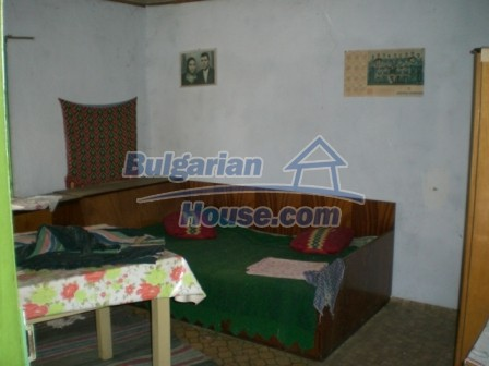 10112:9 - Cheap rural Bulgarian house for sale near dam lake