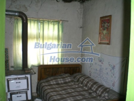 10112:10 - Cheap rural Bulgarian house for sale near dam lake