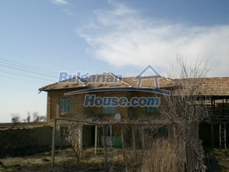 10113:1 - A cheap bulgarian house for sale in picturesque village near Tar