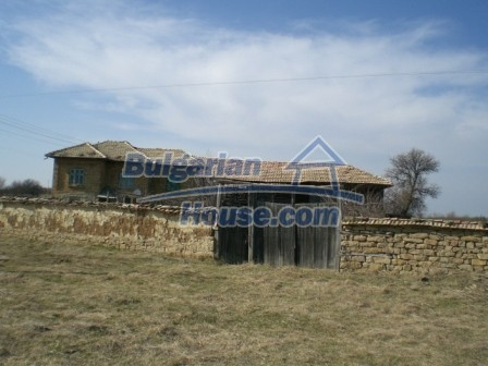 10113:2 - A cheap bulgarian house for sale in picturesque village near Tar