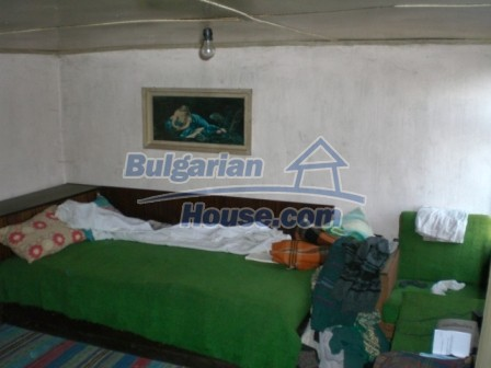 10113:12 - A cheap bulgarian house for sale in picturesque village near Tar