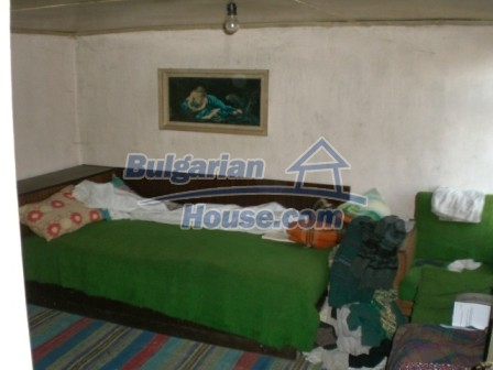 10113:13 - A cheap bulgarian house for sale in picturesque village near Tar