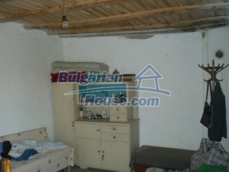 10113:14 - A cheap bulgarian house for sale in picturesque village near Tar