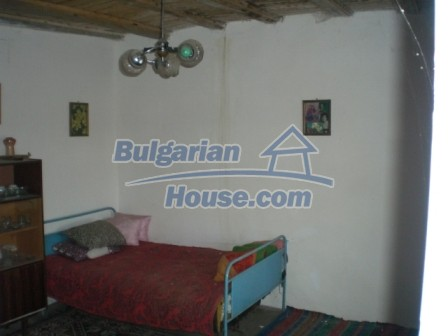 10113:15 - A cheap bulgarian house for sale in picturesque village near Tar