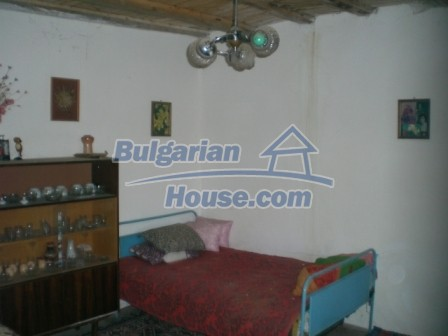 10113:16 - A cheap bulgarian house for sale in picturesque village near Tar
