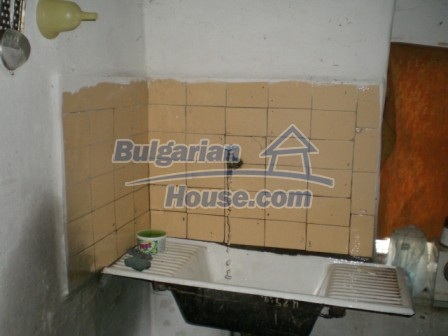 10113:10 - A cheap bulgarian house for sale in picturesque village near Tar