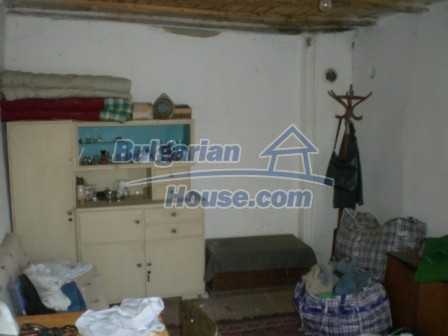 10113:18 - A cheap bulgarian house for sale in picturesque village near Tar