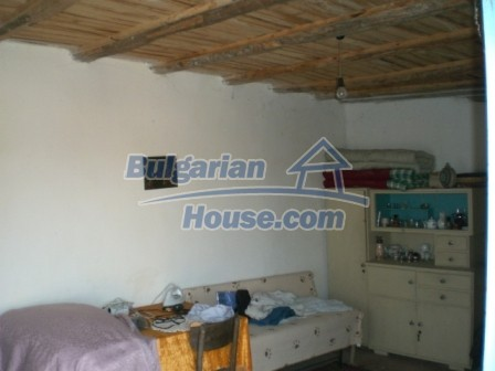 10113:19 - A cheap bulgarian house for sale in picturesque village near Tar