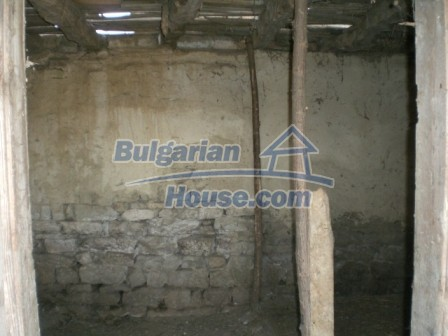 10113:22 - A cheap bulgarian house for sale in picturesque village near Tar