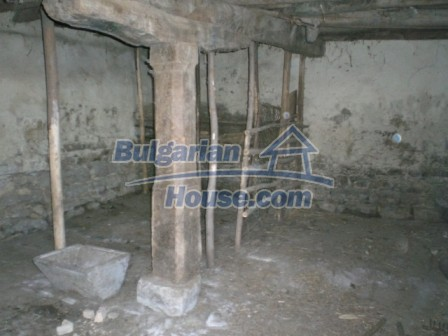 10113:23 - A cheap bulgarian house for sale in picturesque village near Tar