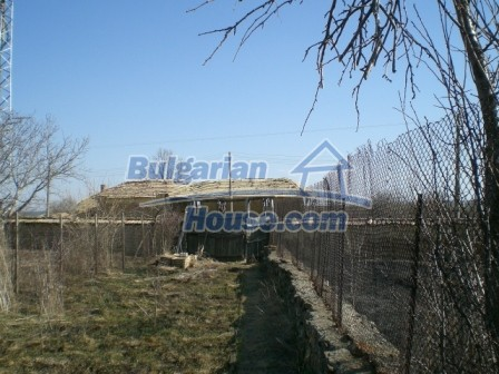 10113:24 - A cheap bulgarian house for sale in picturesque village near Tar