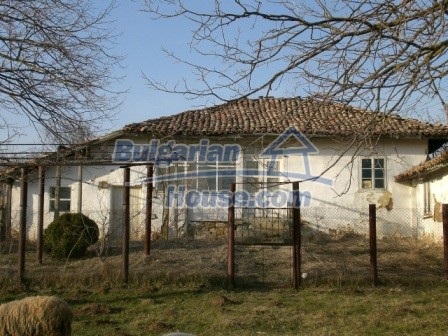 10114:1 - Cheap bulgarian house for sale with big garden