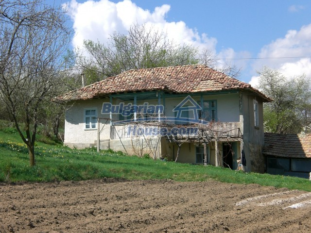 10094:38 - Old traditional Bulgarian house for sale near dam lake
