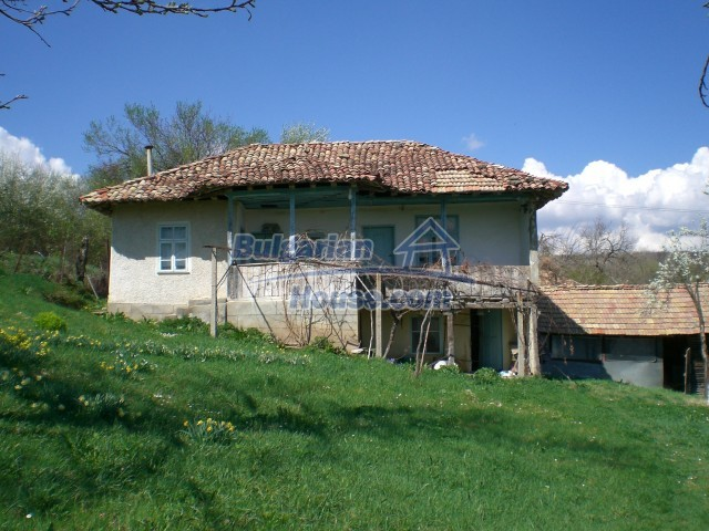 10094:1 - Old traditional Bulgarian house for sale near dam lake