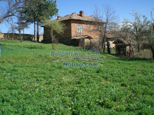 10112:24 - Cheap rural Bulgarian house for sale near dam lake