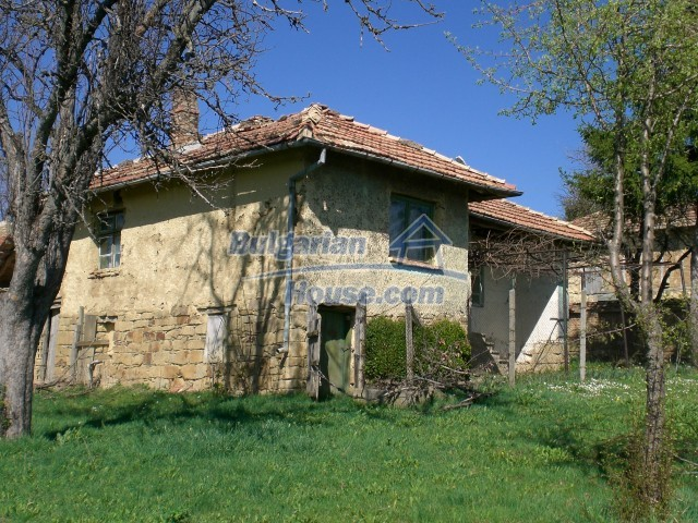 10112:1 - Cheap rural Bulgarian house for sale near dam lake