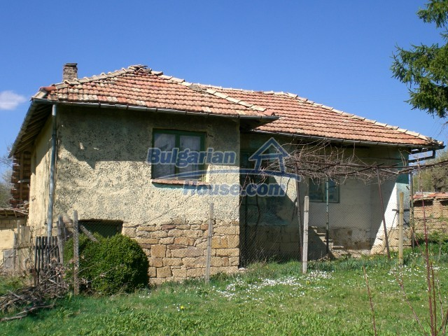 10112:26 - Cheap rural Bulgarian house for sale near dam lake