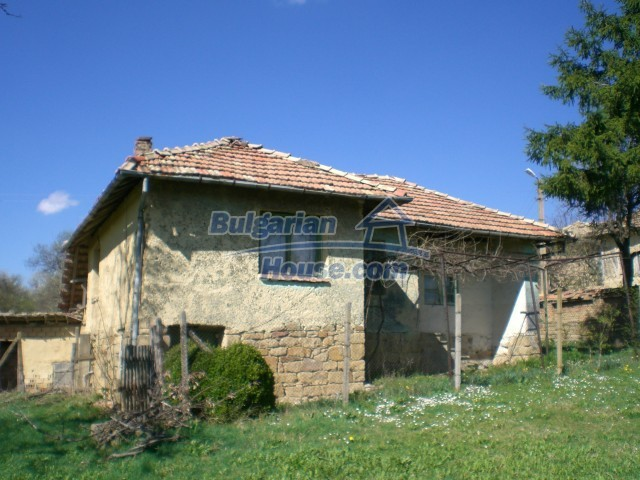 10112:27 - Cheap rural Bulgarian house for sale near dam lake