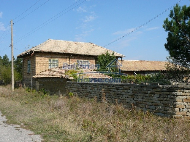 10277:1 - Cheap bulgarian house for sale with magnificent mountain views,
