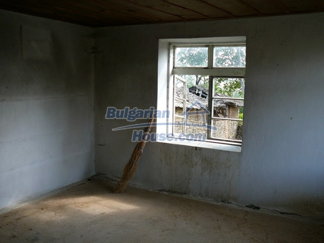 10280:15 - Buy Cheap Bulgarian house with stunning mountain view near lake