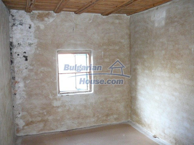 10280:21 - Buy Cheap Bulgarian house with stunning mountain view near lake