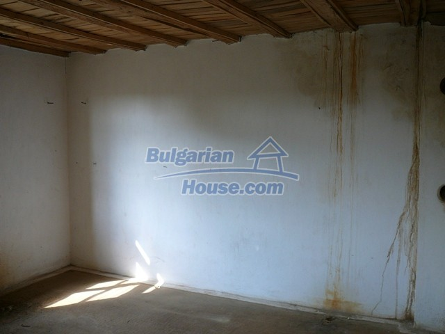 10280:22 - Buy Cheap Bulgarian house with stunning mountain view near lake